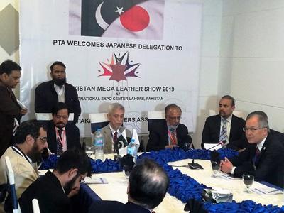 JICAパキスタン皮革・手袋工場視察団の一員として工場視察、セミナーに参加