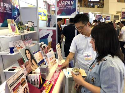 フィリピン・マニラのトライノマモールで行われた健康長寿広報展 in マニラ(JAPAN HEALTHY LIFESTYLE EXHIBITION in Manila)に参加