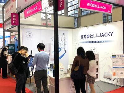 中国・深センの深圳会展中心で開催の「2019深セン国際美容化粧品博覧会」当社OEMプロデュースのPFスキンケアシリーズ(株式会社L.L.Jacky様)の販売応援で参加